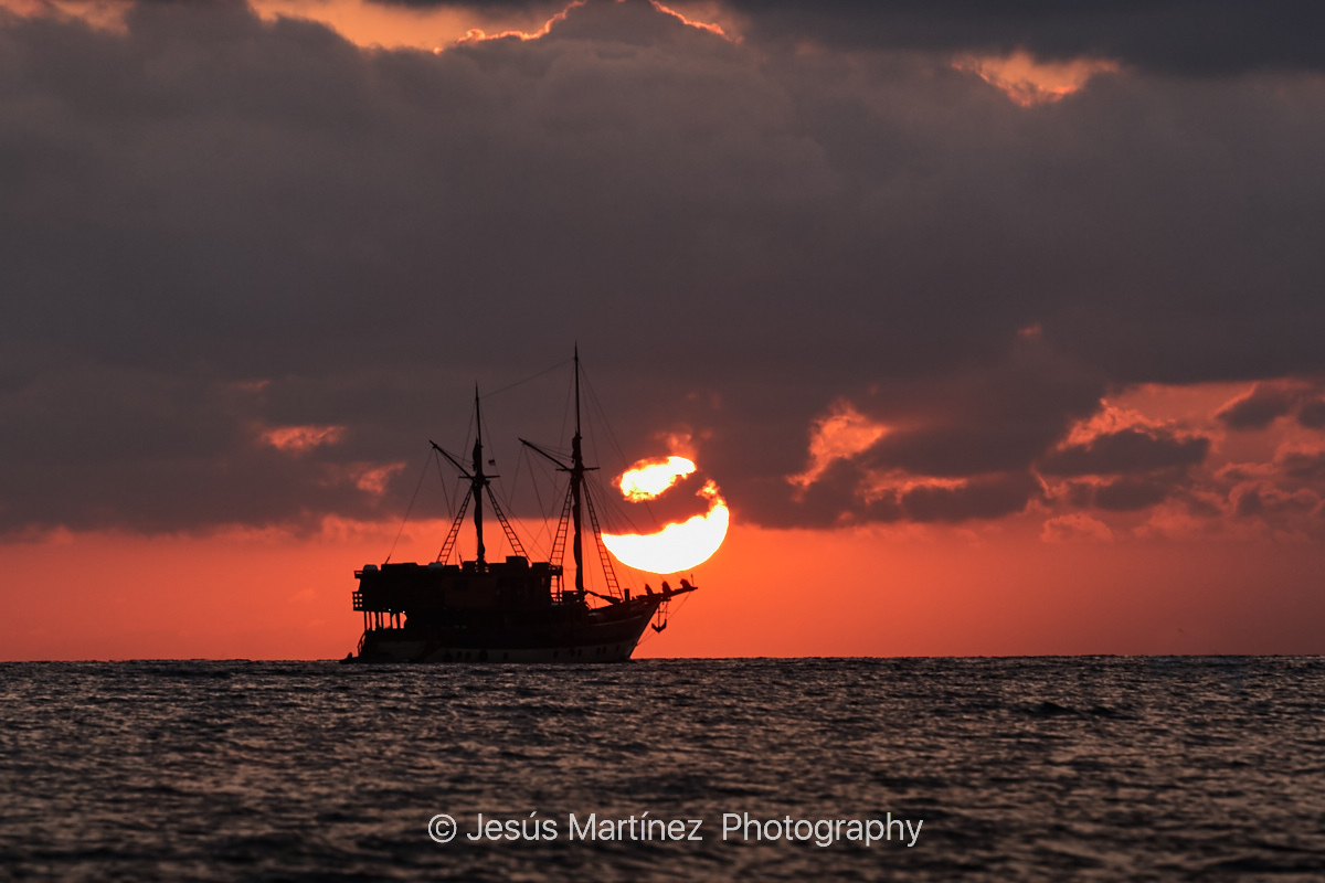 Barco al amanecer en Lembongan